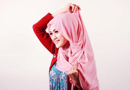 tutorial cara memakai jilbab segi empat polos cantik dan simpel 04