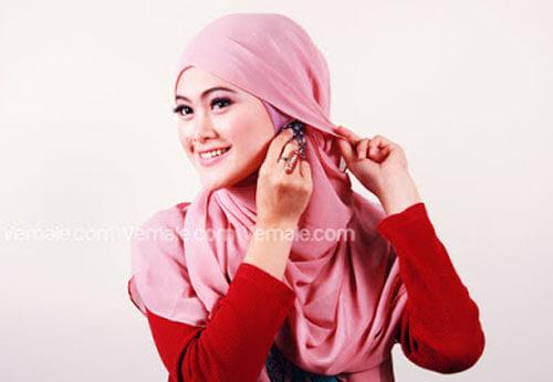 tutorial cara memakai jilbab segi empat polos cantik dan simpel 06