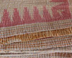 Pläd/Filt av återvunna Saris | Rosa detaljer
