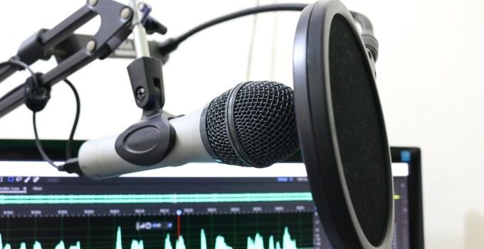 ganar dinero haciendo podcast