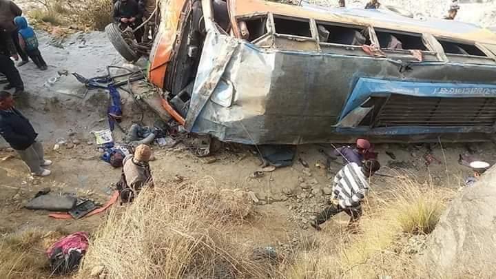 पर्वतको मालढुङ्गामा बस दुर्घटना ७ जनाको मृत्युु घाइतेहरूलाई हेलिकप्टरबाट उद्दार गरिदै