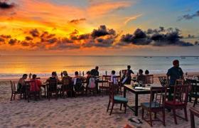 makan malam di jimbaran