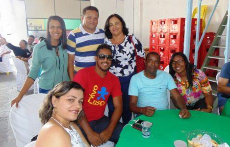 19_1 Gandu: Prefeitura realiza ornamentação de natal no Lago Azul, cartão postal da cidade.