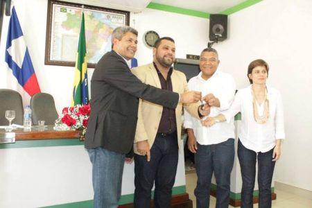 4 Gandu: Prefeitura realiza ornamentação de natal no Lago Azul, cartão postal da cidade.