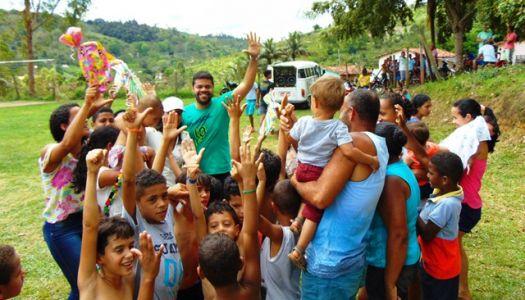 DSC08683 Gandu: Prefeito Léo foi recebido com alegria durante as comemorações ao Dia da Criança