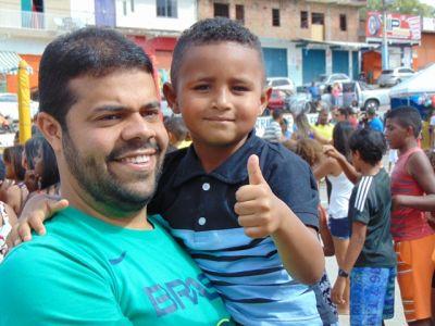 DSC08716 Gandu: Prefeito Léo foi recebido com alegria durante as comemorações ao Dia da Criança