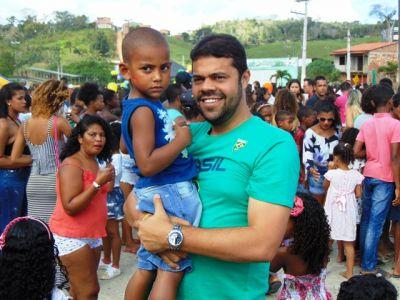 DSC08738 Gandu: Prefeito Léo foi recebido com alegria durante as comemorações ao Dia da Criança