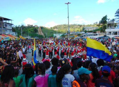 DSC08856 Gandu: Prefeito Léo foi recebido com alegria durante as comemorações ao Dia da Criança