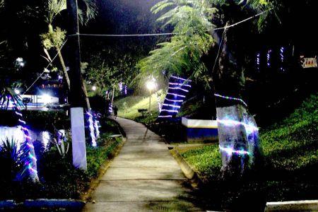 IMG-20171213-WA0021 Gandu: Prefeitura realiza ornamentação de natal no Lago Azul, cartão postal da cidade.
