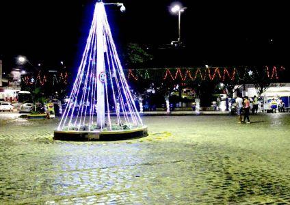 IMG-20171213-WA0029 Gandu: Prefeitura realiza ornamentação de natal no Lago Azul, cartão postal da cidade.