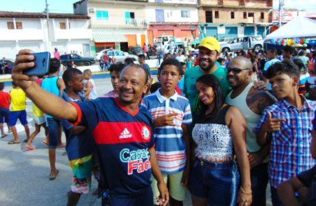 Teda_1 Gandu: Prefeito Léo foi recebido com alegria durante as comemorações ao Dia da Criança