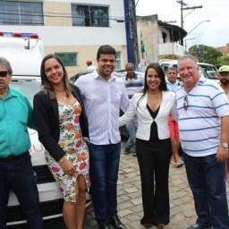 Em Solenidade Prefeito Leonardo, Deputados Aderbal e Ronaldo Carletto entregam Veículos 0km para Gandu