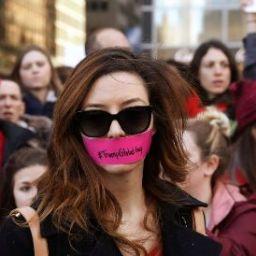 Norte-americanas fazem greve no Dia Internacional da Mulher