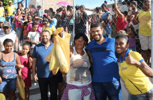 Peixe-07-e1492116539938 Prefeito de Gandu resgata tradição e distribui 7 toneladas de peixes na semana santa