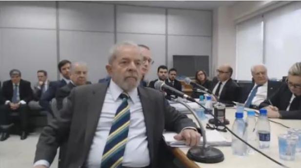 """""""Não solicitei, não recebi, não paguei e não tenho nenhum tríplex"""", diz Lula"""