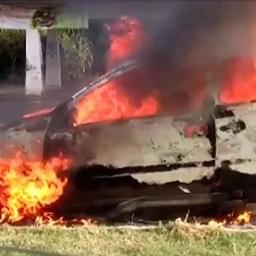 Carro fica destruído após pegar fogo na rodovia Ilhéus-Itabuna