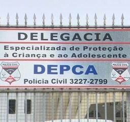 Polícia civil prende professor de literatura suspeito de trocar imagens pornográficas com alunas