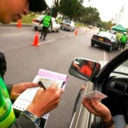 Projeto aumenta valor da multa para quem dirigir sem CNH