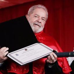 Lula recebe título em universidade de Sergipe
