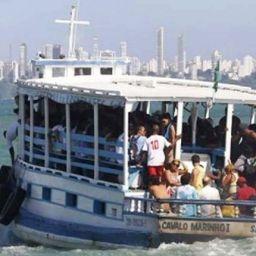 Tragédia em Salvador, uma lancha de travessia vira com mais de 120 pessoas a bordo