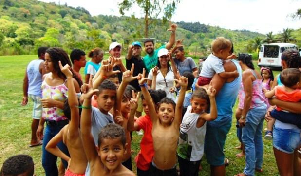 DSC08685 Gandu: Prefeito Léo foi recebido com alegria durante as comemorações ao Dia da Criança