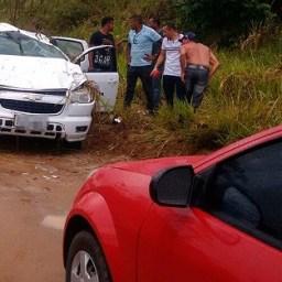 Duas pessoas morrem após colisão entre moto e caminhonete na BR-101