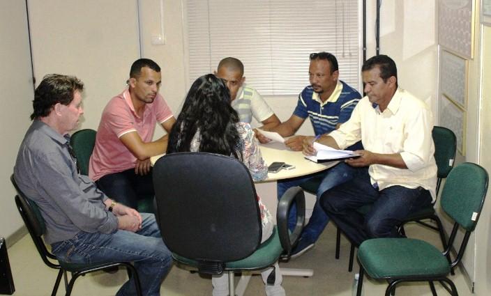 5fec9ddc4e878 Secretário do Esporte e Liga Ganduense de Futebol participam de reunião na  FBF