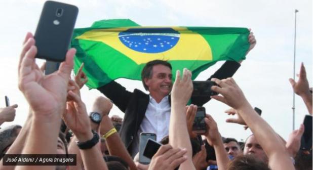 Sondagem mostra que Bolsonaro é o preferido dos eleitores brasileiros que moram nos EUA