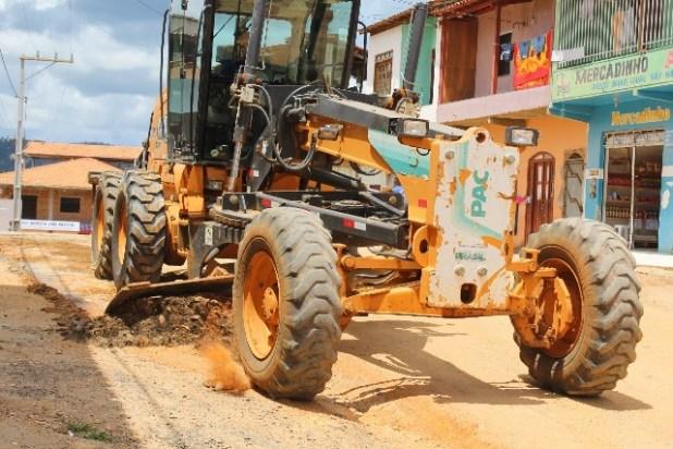 Prefeitura-de-Gandu-realiza-patrolamento-de-ruas-do-Teot%C3%B4nio-Calheira. Prefeitura de Gandu realiza patrolamento de ruas do Teotônio Calheira.