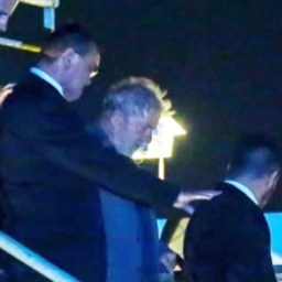 Lula passa primeira noite na sede da PF em Curitiba-PR