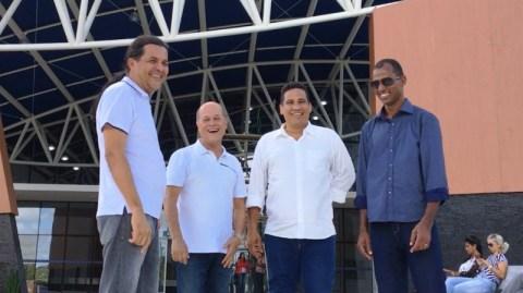 Em comitiva, Joseildo visita instalações da Policlínica de Alagoinhas
