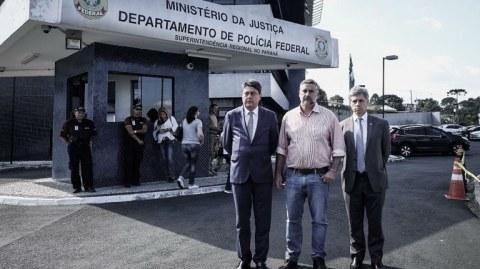 Fachin autoriza comissão de deputados a visitar Lula na prisão