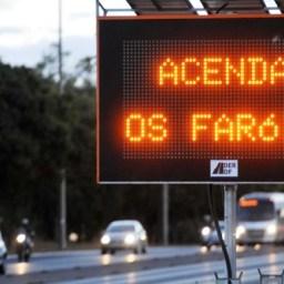 Dinheiro devolvido: Justiça manda cancelar multas por farol baixo apagado em rodovias