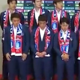 Seleção sul-coreana é recebida com ovada após eliminação da Copa