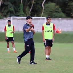 Carpegiani faz ajustes no Vitória para encarar o América-MG