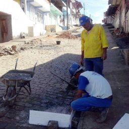 Prefeitura de Gandu intensifica trabalho de recuperação de ruas e esgotos na cidade.
