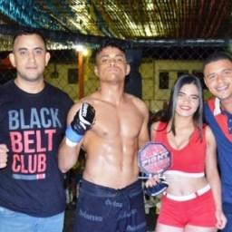 Ganduense Rodrigo Rocha estreia no MMA amador com vitória por finalização