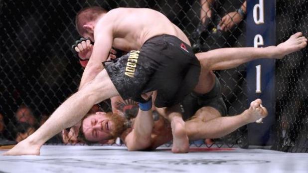 Khabib-finaliza-McGregor-e-briga-generalizada-ofusca-brilho-do-UFC Khabib provoca briga generalizada e ofusca brilho do UFC 229