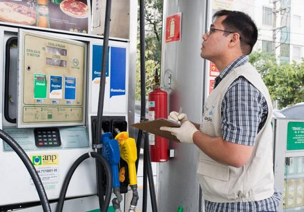 Pre%C3%A7o-da-gasolina-nas-refinarias-cai-048-anuncia-Petrobras Petrobras anuncia redução no preço da gasolina e do diesel nas refinarias