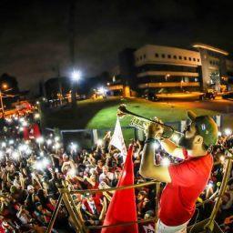 Apoiadores de Lula passam a virada em frente ao prédio da PF