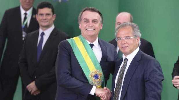 Bolsonaro-assina-decreto-que-fixa-sal%C3%A1rio-m%C3%ADnimo-em-R-998 Bolsonaro assina decreto que fixa salário mínimo em R$ 998