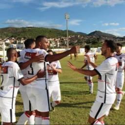 Com gols de Edcarlos, Vitória vence o Jacobina no Baianão
