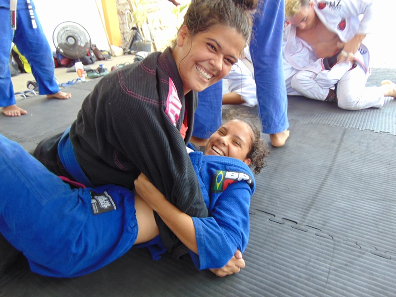 This image has an empty alt attribute; its file name is Equipe-RAIZ-JIU-JITSU-inicia-2019-com-aul%C3%A3o-no-rec%C3%B4ncavo-baiano-31.jpg