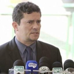 Governo não vai interferir em investigações envolvendo Flávio Bolsonaro, diz Moro