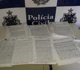 Mulher que falsificava documentos em cartório é presa