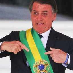 Por segurança, Bolsonaro usa colete à prova de balas em cerimônia