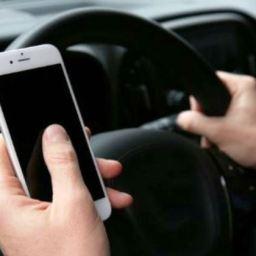 Você sabia? Dirigir somente segurando o celular já é infração gravíssima