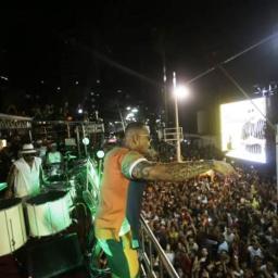 Cantor Léo Santana arrasta multidão na 3ª edição do Pipoco
