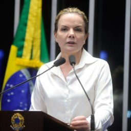 Gleisi apresentará projeto que fixa preço do gás de cozinha em R$ 49
