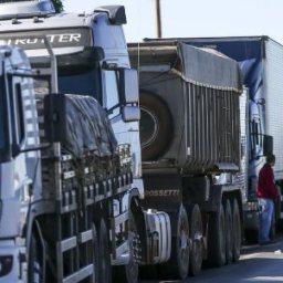 Governo anuncia crédito de até R$ 30 mil para caminhoneiros autônomos